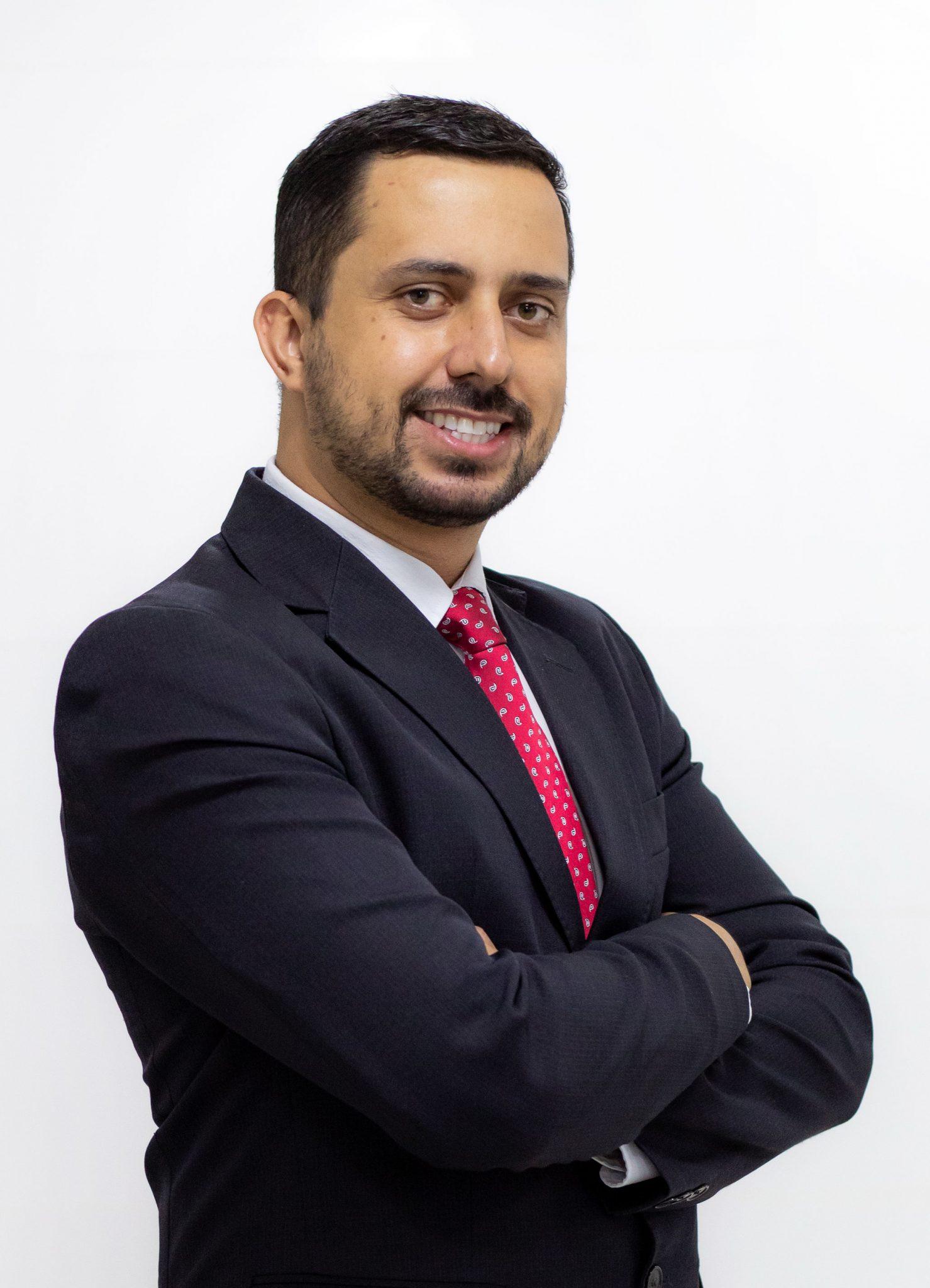 Prof. Esp. Adam Elias